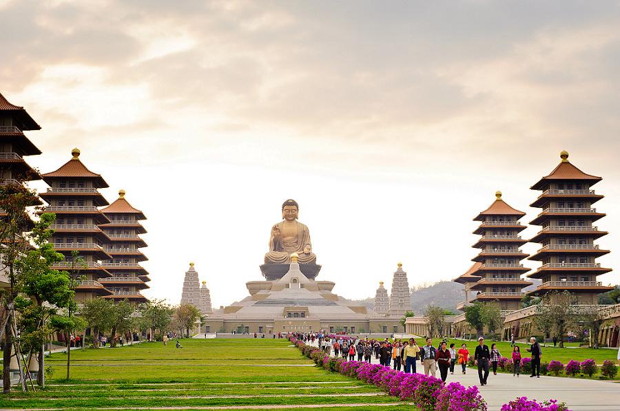 IMPERIAL TREASURES TOUR: HUE - DA NANG - HOI AN